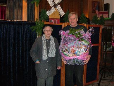 Einen schönen Präsentkorb gewann Frau de Buhr