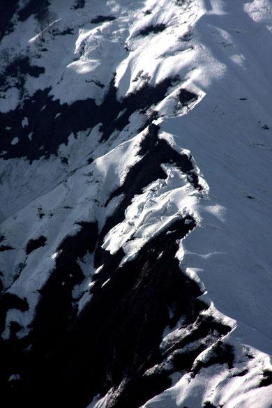 残雪 雪解けの山々に春のときめきをおぼえる(シャルマン火打スキー場)