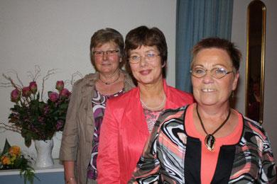 Drei Vorsitzende des Landfrauenvereins Ohrstedt (v.l.n.r.): Asta Petersen, 1985-1997; Elfriede Jessen, 1997-2009; Marion Lammers, 2009-2017.