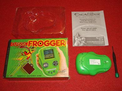Contenido de la caja del Classic Frogger + destornillador