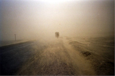 The beginning of sand storm close to Qira in southern edge of Taklimakan Desert. Photo by T. Ishiyama.