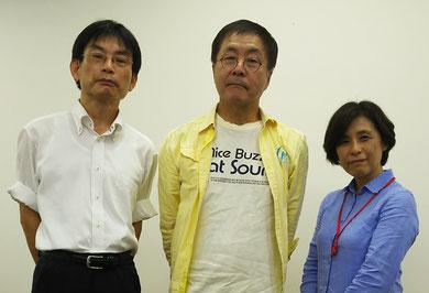 インタビュー後、左から上坂浩史、小倉さん、一言映子