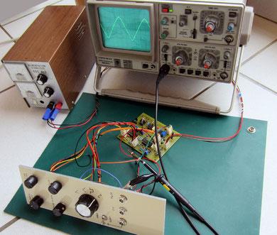 """Brancher l'oscilloscope sur la sortie """"Saw"""". Assurer-vous d'utiliser un cablâge 100% fonctionnel et vérifier que votre alim délivre bien du + / - 15V."""