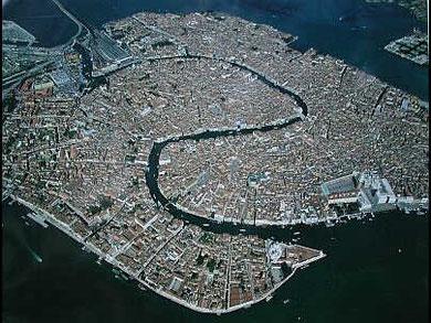 Vue aérienne de la lagune