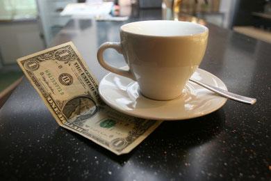 Trinkgeld - von Land zu Land verschieden (c) argot fotolia