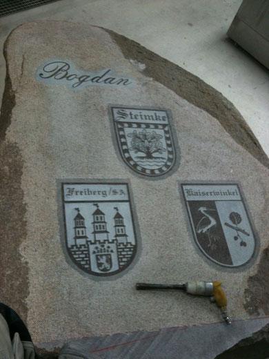 Stein mit Wappen