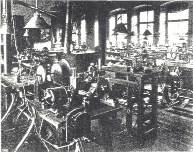 Betriebsraum für Präzisionsuhrmacherei und Feinmechanik der Firma Strasser & Rhode 1914