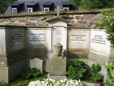 Die Grabstätte des Begründers der Glashütter Uhrenindustrie und weiterer Familienangehöriger auf dem Glashütter Friedhof