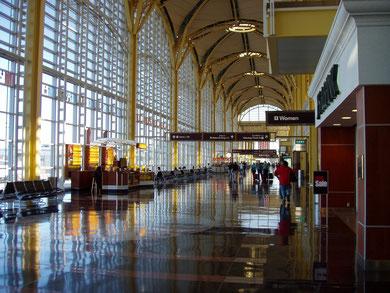 ロナルド・レーガン・ワシントン・ナショナル空港の出発ロビー