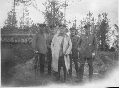 Emil von der Osten mit weiteren Offizieren