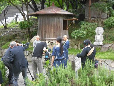 NHK東京さん 醤油樽前での取材風景