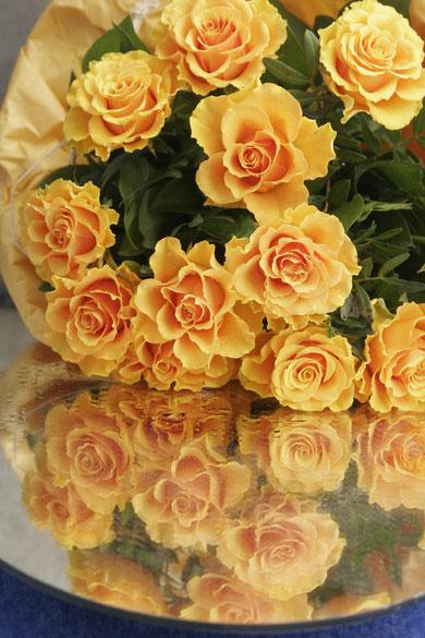 Rosen auf einem Schiegel