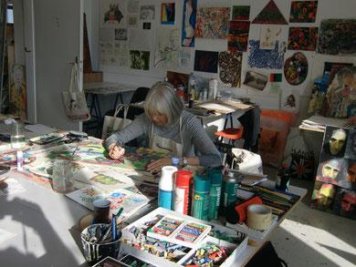 Ich sehr zufrieden malend im Gugginger Atelier :-)