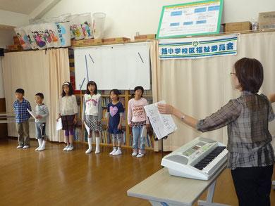 11月度・いきいきサロン・山手唱歌の会の合唱・星田山手自治会館