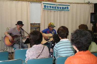 5月度・いきいきサロン・マジカルブルーのギター演奏・星田山手自治会館