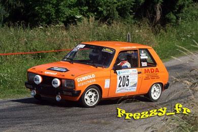 1er Scratch : Vaness et son fils Romain : Peugeot 104 ZS