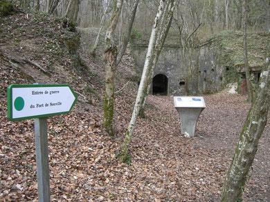 Der noch begehbare Eingang
