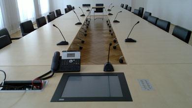 16-fach Funkmikrofon-System, Mediasteuerung, Touch-Monitor, Alu-Tastenfeld