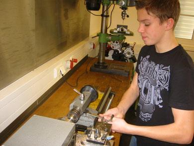 Praxisunterricht im Fachbereich Metall