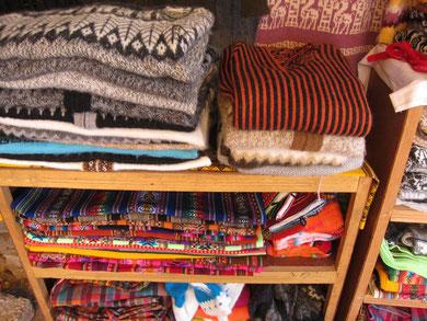布やセーターも豊富