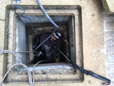 Raccordement tuyau d'eau dans un puit