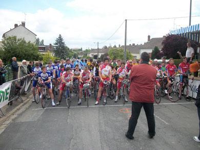 Une minute de silence à Dreuil en la mémoire du coureur Adrien Pinto décédé à l'Interrégions Cadets FFC de Montdidier (80) le 18/04/2010