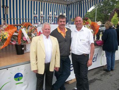 Le Maire de Dreuil les Amiens Mr Michel Thiefaine, le Vice Président  d'Amiens Métropole chargé des sports Mr Alain Jauny et le Président du Club Cycliste de Salouël Mr Jean-Marc Poret