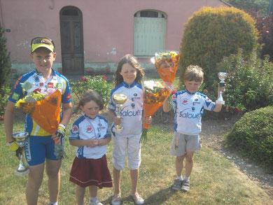 Corentin Poret (benjamin 1), Adèle Maloigne (pré licencié 6ans), Angèle Maloigne (benjamin 1) et Antonin Maloigne (poussin 2) à MIRAUMONT le 4 Juin
