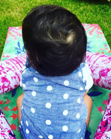Auf dem Yogablog MOMazing erfährst du wie Yoga für frischgebackene Mamas im Alltag aussehen kann.