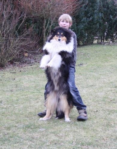 Caruso mit seinem besten Freund und eigentlichem Besitzer
