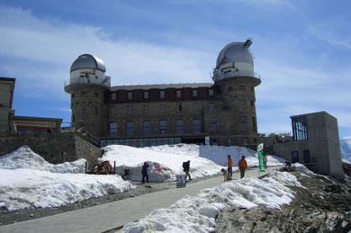 das Hotel Gornergrat Kulm mit dem astronomischen Observatorium