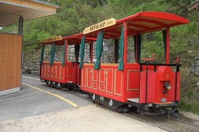 umgebaute Tram (verkehrt vom Bahnhof Riffelalp zum Hotel