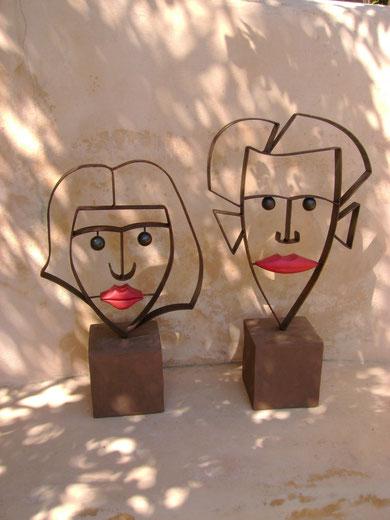 """""""HERR P. UND FRAU K."""" (Material: Eisen, Holz, Beton, Höhe:0,63m-0,53m, Breite:0,36m-0,33m, Preis:zusammen 580€, einzeln 300€)"""