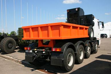Колесная формула 8х4. Масса перевозимого груза 73 500 кг. Полная масса автопоезда 115 000 кг.