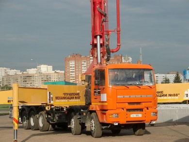 """В развернутом состоянии бетононасос выглядит еще внушительнее. Минск, выставка """"Будпрагрэс-2010"""""""