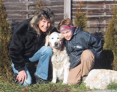 Auch bei Freunden, Verwandten und Bekannten sehr beliebt: hier mit Monique und Cyrill, für den sie während der Kindheit eine grossartige Gefährtin war.