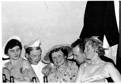 "Elfriede Algermissen, H. Schlote, M. Helms, A. Koch, ""Mutter Annemarie"""