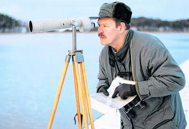 Wasservogelarten im Fokus: Naturschutzbeauftragter Thomas Eschenauer zählte an unterschiedlichen Standorten des Peenestroms. Foto: Stefan Brümmer