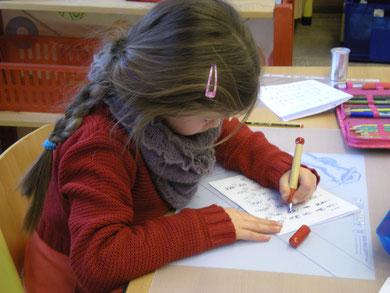 """Schreiben mit dem Füller, um die """"richtige"""" Schreibhaltung anzubahnen"""