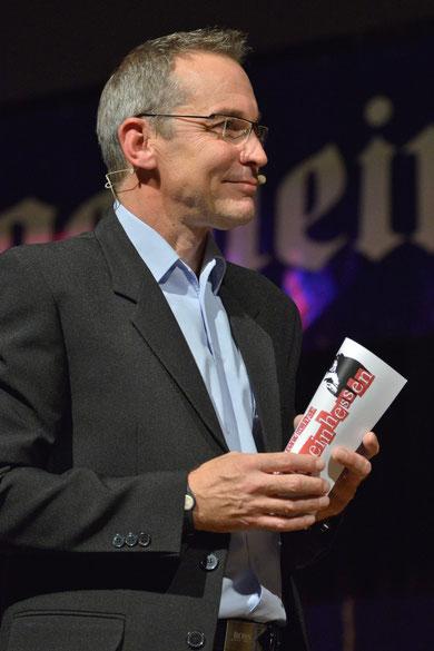 """Trotz Erkältung """"voll da"""", unserer Moderator KHK Peter Metzdorf"""