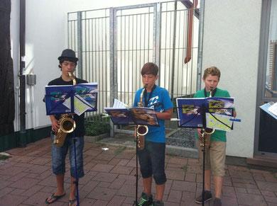 Benedikt, Nico und Lennard bei der Straßenmusik