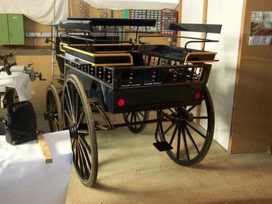 voiture ancienne vendre ecurie d 39 attelage la combe du puy. Black Bedroom Furniture Sets. Home Design Ideas