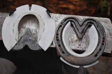 Concave Einlage aus TPU, passte immer optimal in jede Hufeisenform, einzigartig zur Hufseite mit einer Abdichtlippe für Matsch , Bestnote für Funktion, Verarbeitung und Materialhaltbarkeit vom Myerscough College