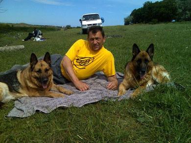 Беляков Александр с Квинтой фон Нордэн и с Шенди фон Нордэн,лето-2009