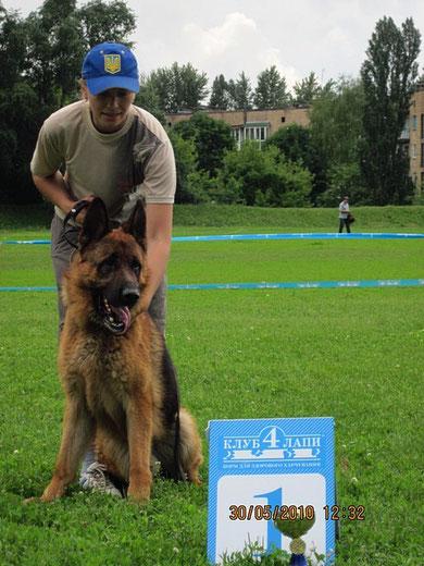 Ярант фон Нордэн-победитель класса на выставке в Донецке 30.05.10.(В.Хижняк,Украина)