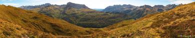 au-delà du Lac de la Cuarde Les montagnes de la Selva de Oza en Espagne