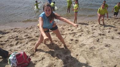 Bei climb in den letzten Sommerferien war Ann-Kristin noch als Lehrerin dabei, und hatte jede Menge Spaß. Mal schauen, ob diesen Sommer auch Zeit für ein Sprung in die Elbe bleibt...