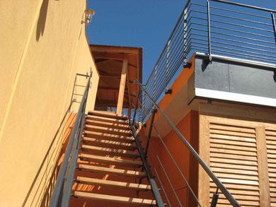 Beispiel 2 - Holztreppe und Stahlgelände