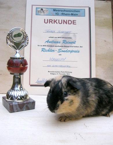 Magnum vom Schnitzelstall mit seinem Pokal :-)