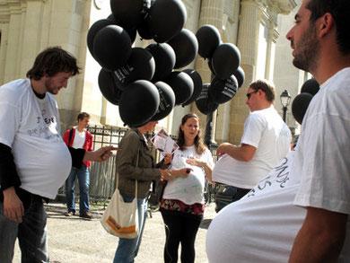 """Flashmob  d'Oxfam pour la """"Santé Maternelle"""" avant le sommet des Nations Unies . Nantes, Sept 2010"""